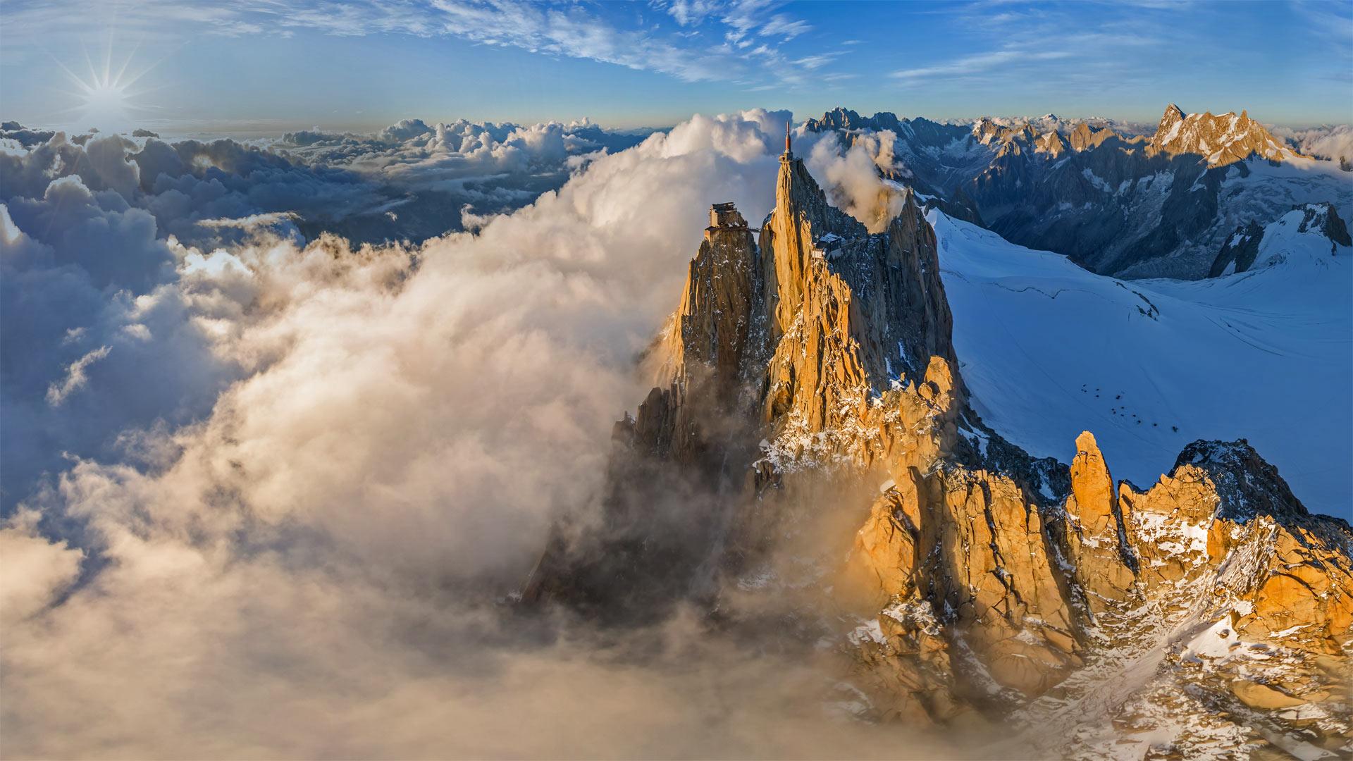 鸟瞰勃朗峰山脉中的南针峰,法国