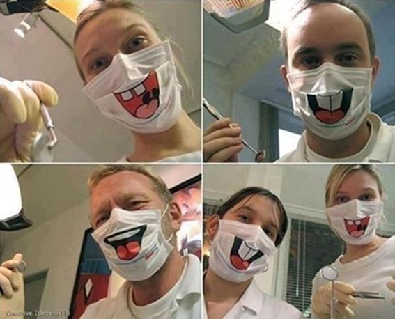 为了缓解病人的紧张情绪,医院买了一批全新的口罩。瞬间整个画风都变了,拔牙的时候对着这样的脸笑出来了怎么办!更紧张了好吗!