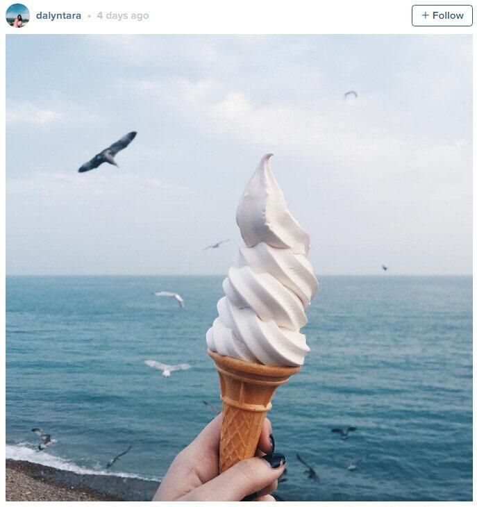 有网友在海边买了个冰激凌蛋筒,本来想装个X拍张照。结果,这个蛋筒只在空中存活了3秒…
