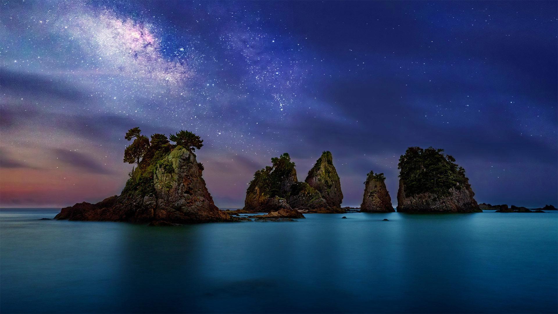 伊豆半岛海岸附近的 Minokake-Iwa 奇岩群,日本